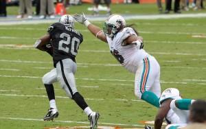 Darren_McFadden_-_Miami_Dolphins_vs_Oakland_Raiders_2012